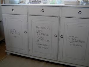 Cupboard french text